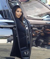 Kim Kardashian - Spotted inside a Rolls Royce in Los Angeles (31.05.2013)