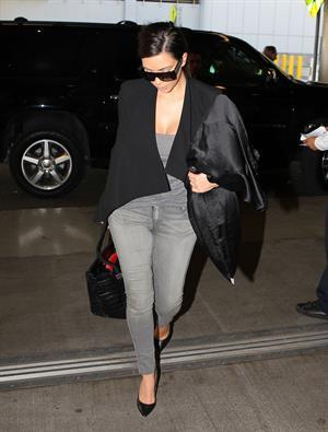 Kim Kardashian Arrives at Miami International Airport to catch a flight in Miami (November 15, 2012)