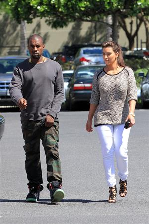 Kim Kardashian - shops in Beverly Hills August 11, 2012
