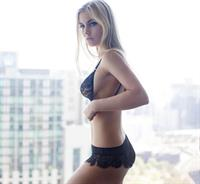 Calu in lingerie