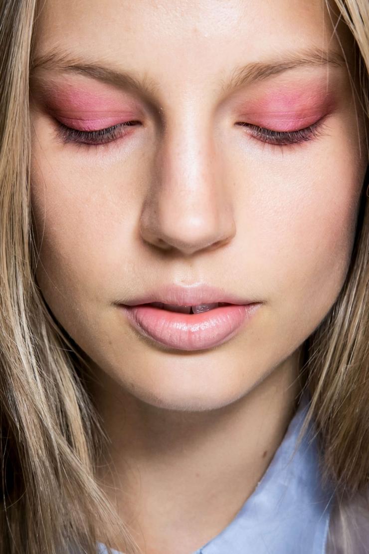 Макияж в розовых тонах для блондинок фото