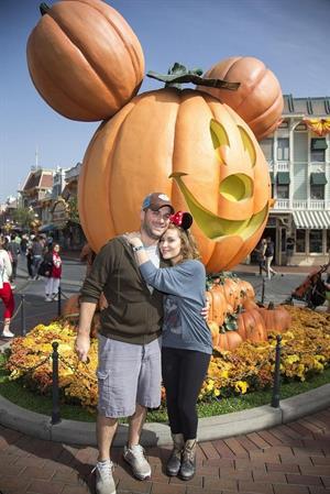Alyssa Milano Celebrate Halloween Time at Disneyland in Anaheim 26.10.1