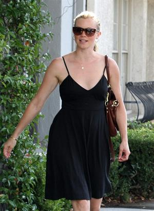 Amy Smart leaves Byron Tracey salon in Beverly Hills on September 29, 2010