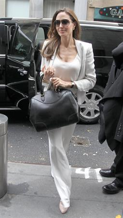 Angelina Jolie arrives at a building in New York City 05.12.11