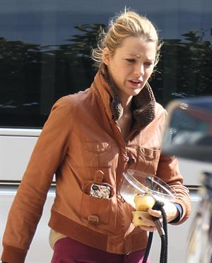 Blake Lively 'Gossip Girl' set in New York City - October 18, 2012