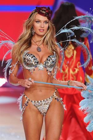 Candice Swanepoel Victoria's Secret fashion show in NY 11/7/12