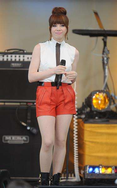 Carly Rae Jepsen - Performs Live as Part of Good Morning America's 2013 Summer Concert in New York City (14.06.2013)