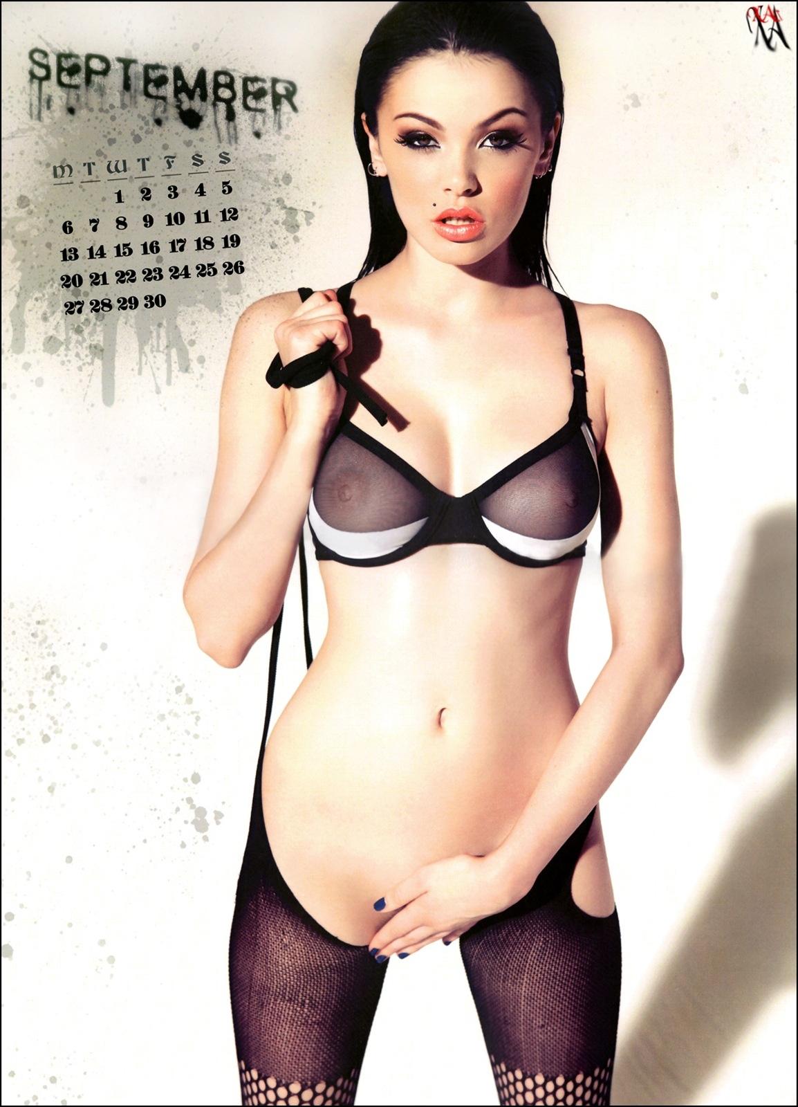 Vikki blows nude pics