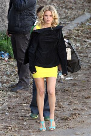 Elizabeth Banks on the set of 'Walk Of Shame' in Los Angeles 1/16/13