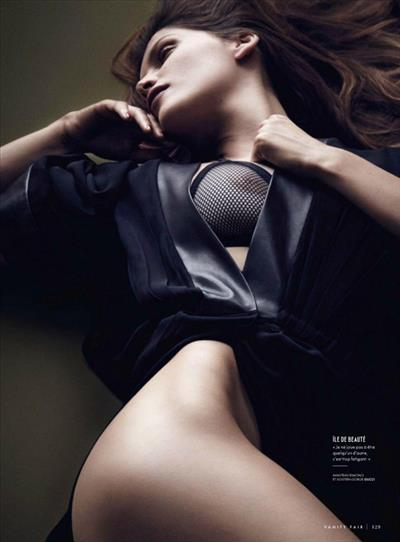 Laetitia Casta - breasts