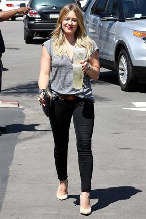 Hilary Duff Stops at Starbucks for an iced drink while out and about in Los Angeles (September 6, 2013)
