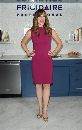 Jennifer Garner helping to raise money for the Save the Children Foundation in New York City