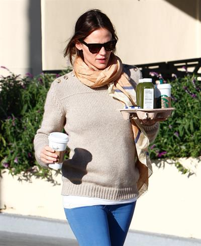 Jennifer Garner - Leaving Starbucks in LA 2/15/13