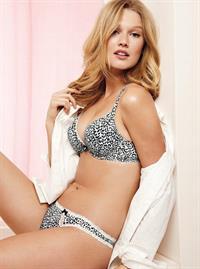 Toni Garrn in lingerie