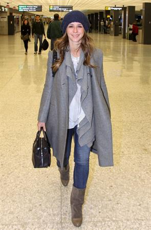 Jennifer Love Hewitt arrives on a flight at Dulles Airport in Washington, D.C. 12/22/12