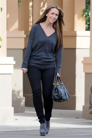 Jennifer Love Hewitt Filming on the set of  The Client List  in Los Angeles (November 14, 2012)