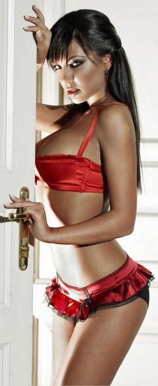 Nikoleta Lozanova in lingerie