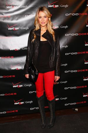 Katrina Bowden launch of Verizon's wireless Droid in New York