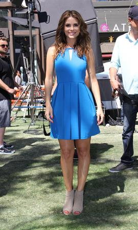 Maria Menounos On set of Extra in Los Angeles on April 10, 2013