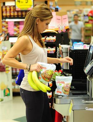 Maria Menounos Out shopping in Beverly Hills 09.10.12