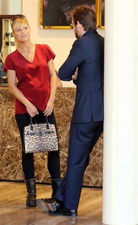 Michelle Hunziker Out Shopping in Milan 12.09.13