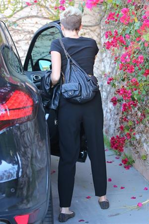 Miley Cyrus - 4Spotted in Los Angeles (01.03.2013)
