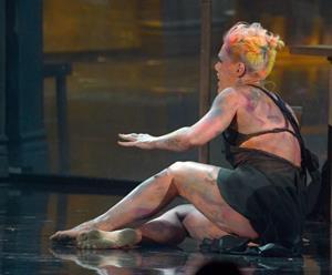 Pink at American Music Awards (November 18, 2012)