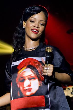 Rihanna backstage/performing during 777 Tour in Paris 11/17/12