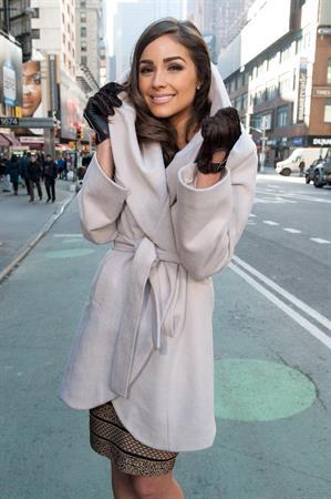Olivia Culpo Visits 'Extra' in NYC (Jan 3, 2013)