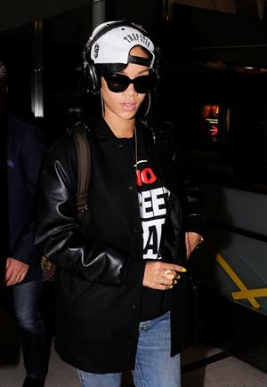 Rihanna Arrives back in Los Angeles after a flight form New York City June 3, 2012