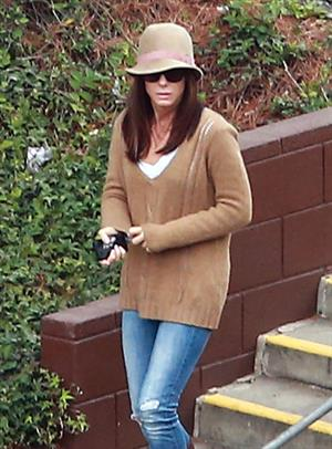 Sandra Bullock - Afternoon school run in Los Angeles (20.02.2013)
