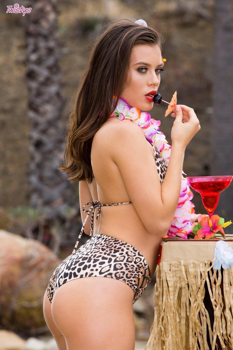 Lana rhoades (bikini babe