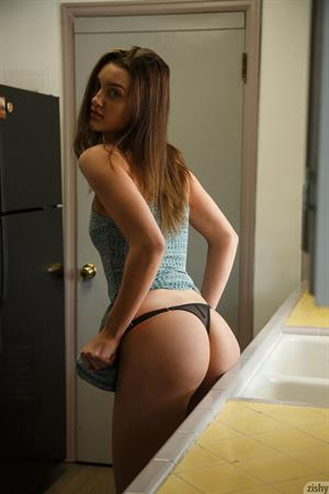 Laina Shows Hot Ass