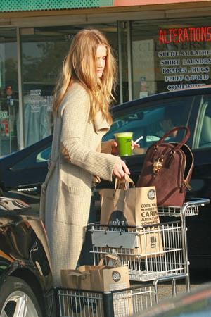 Rosie Huntington-Whiteley Whole Foods in Hollywood - November 3, 2012