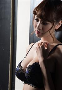 Shion Utsunomiya in lingerie