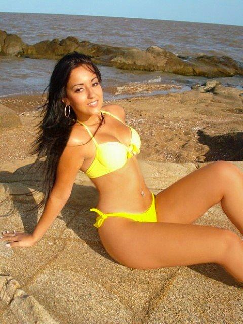 Desiré Falcão in a bikini