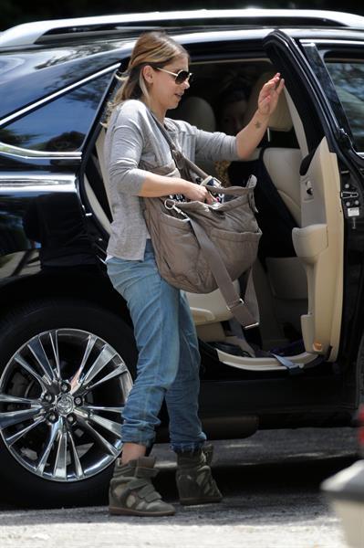 Sarah Michelle Gellar getting her morning starbucks in Los Angeles on July 28, 2014
