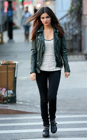 "Victoria Justice – ""Eye Candy"" set in New York 11/13/13"