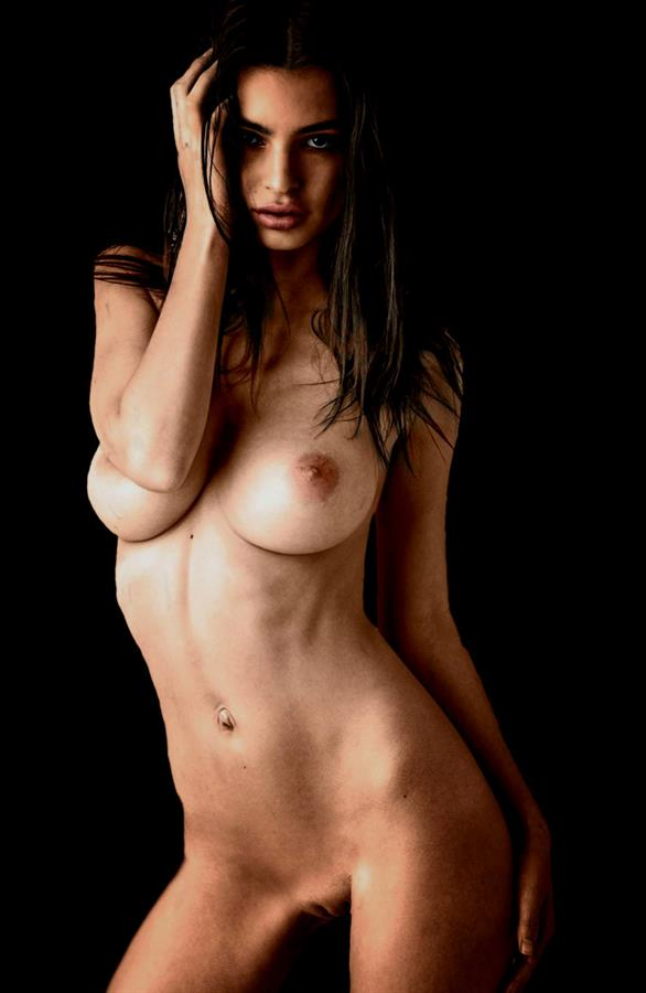 Emily Ratajkowski - pussy and nipples