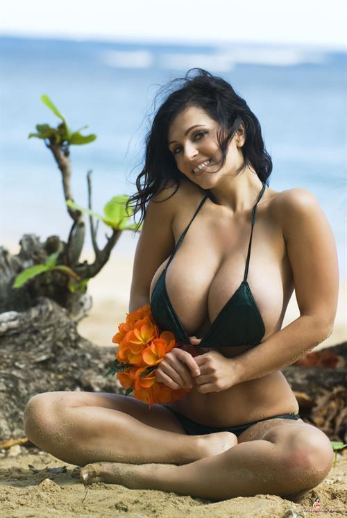 Denise Milani Sexiest Green Hawa Elitebabes 1