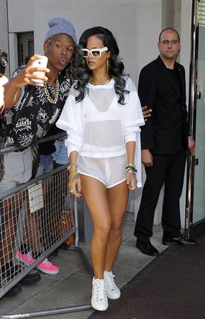 Rihanna - Arrives at her concert in the LG Arena Birmingham in Birmingham (16.07.2013)
