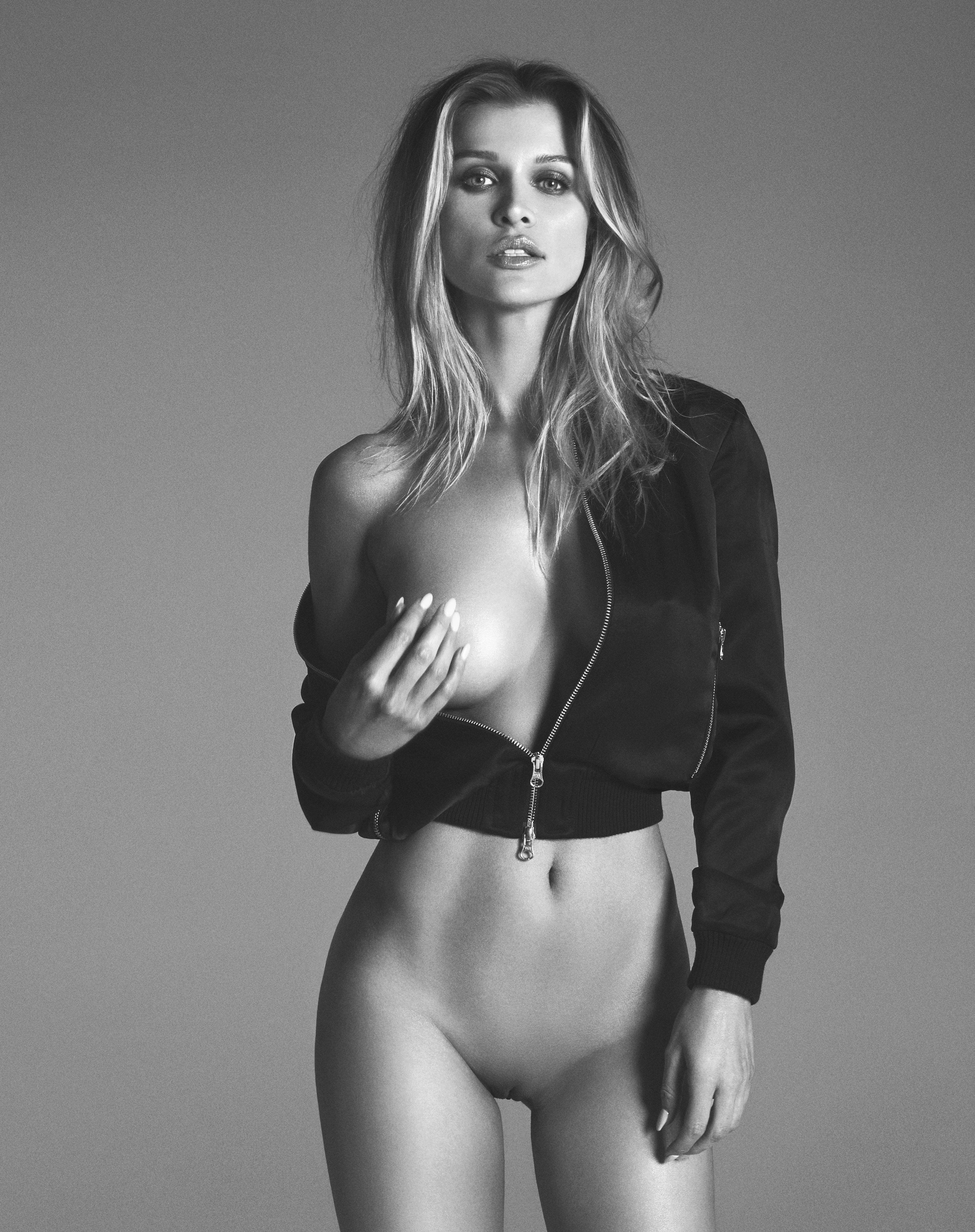 Hot bikini girl pic