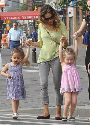 Sarah Jessica Parker Takes a stroll with her twins around the West Village in New York City (May 21, 2013)