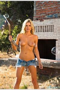 Melinda Messenger - breasts