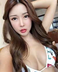 Gatita Yan in a bikini taking a selfie