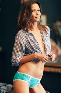 Olga Fonda in lingerie