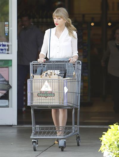 Taylor Swift - running errands in Los Angeles (03.04.2013)