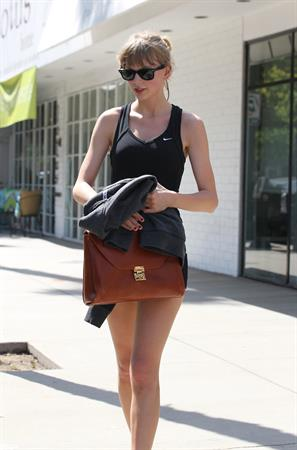 Taylor Swift outside the gym in Studio City 4/28/13