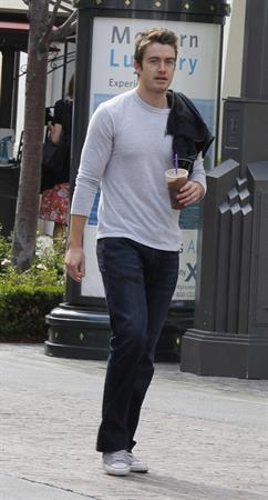 Stephanie Pratt with Robert Buckley in Los Angeles (16.05.2013)
