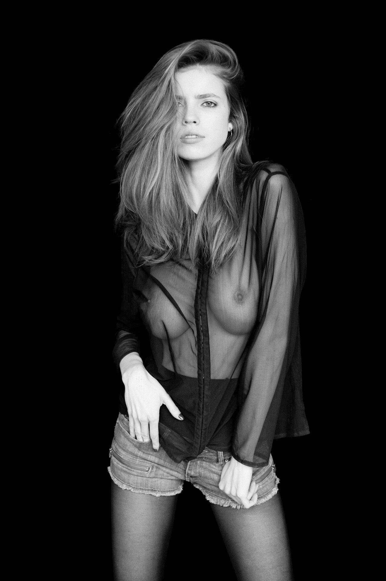 Nackt  Emily Deyt-Aysage Emily Deyt